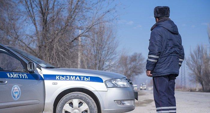 В Киргизии одним из первых за плевки на улице оштрафовали милиционера. Милиция, Кыргызстан, Закон, Плювака, Нарушитель