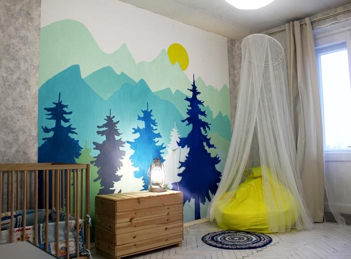 Расписала стену акриловыми красками