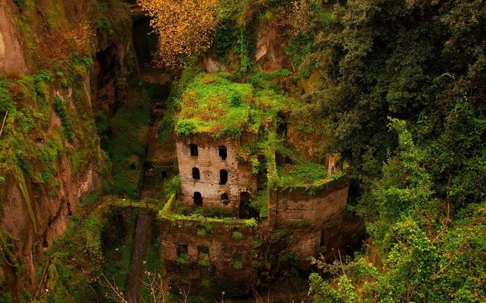 Заброшеная мельница в Италии Фотография, Италия, Мельница, Заброшенное, Красивое