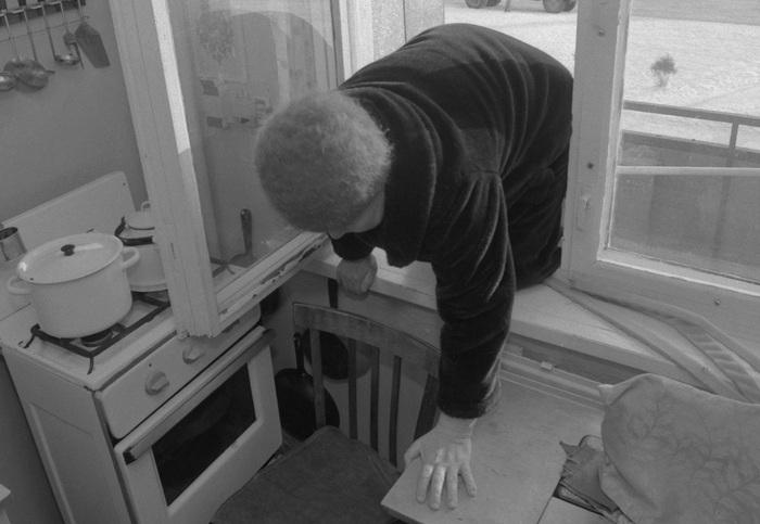 Школьник по веревке забрался на шестой этаж и спас пенсионерку Пенсионеры, Суицид, Спасение, Красноярск, Происшествие