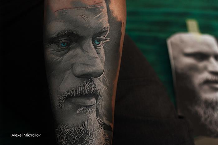 Татуировка Рагнар Лодброк (Викинги) в стиле реализм, тату мастер Алексей Михайлов