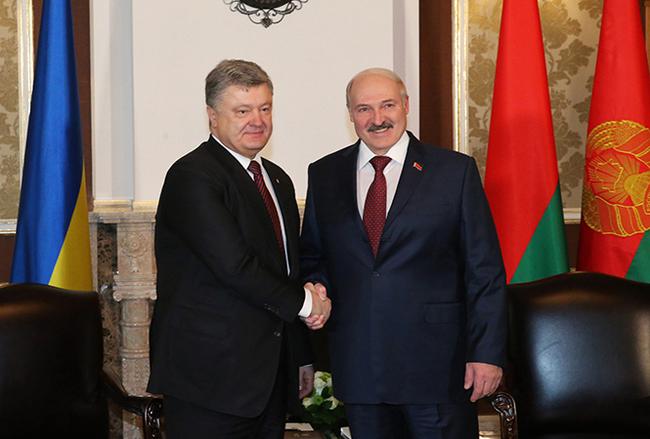 Лукашенко ответил на обвинения в заправке украинских танков, -заправляет украинские танки Россия... Александр Лукашенко, Белоруссия, Украина, ВСУ, Топливо, Политика, Танки, Новости