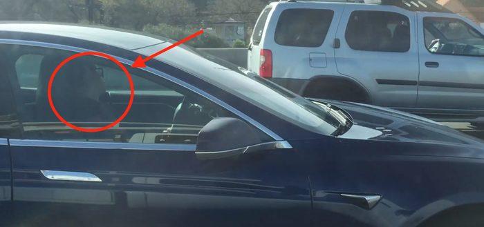 Водителя Тесла поймали на камеру, когда он спит за рулем Tesla, Tesla Model s, Electromobili, Электромобиль, Автопилот, Видео
