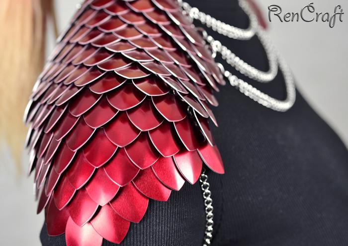 Красные чешуйчатые наплечи Рукоделие без процесса, Кольчужное плетение, Кольчужные украшения, Handmade, Наплечники, Кольчуга, Длиннопост