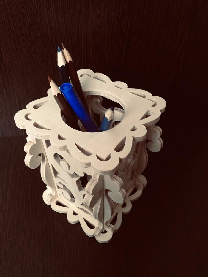 Простая подставка для карандашей из фанеры. Выпиливание, Рукоделие с процессом, Лобзик, Карандашница, Работа с деревом, Фанера, Видео, Длиннопост