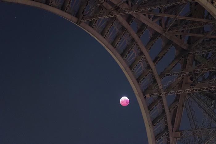 Сегодняшнее полное лунное затмение над Парижем Париж, Лунное затмение, Длиннопост, Луна, Фотография, Эйфелева башня