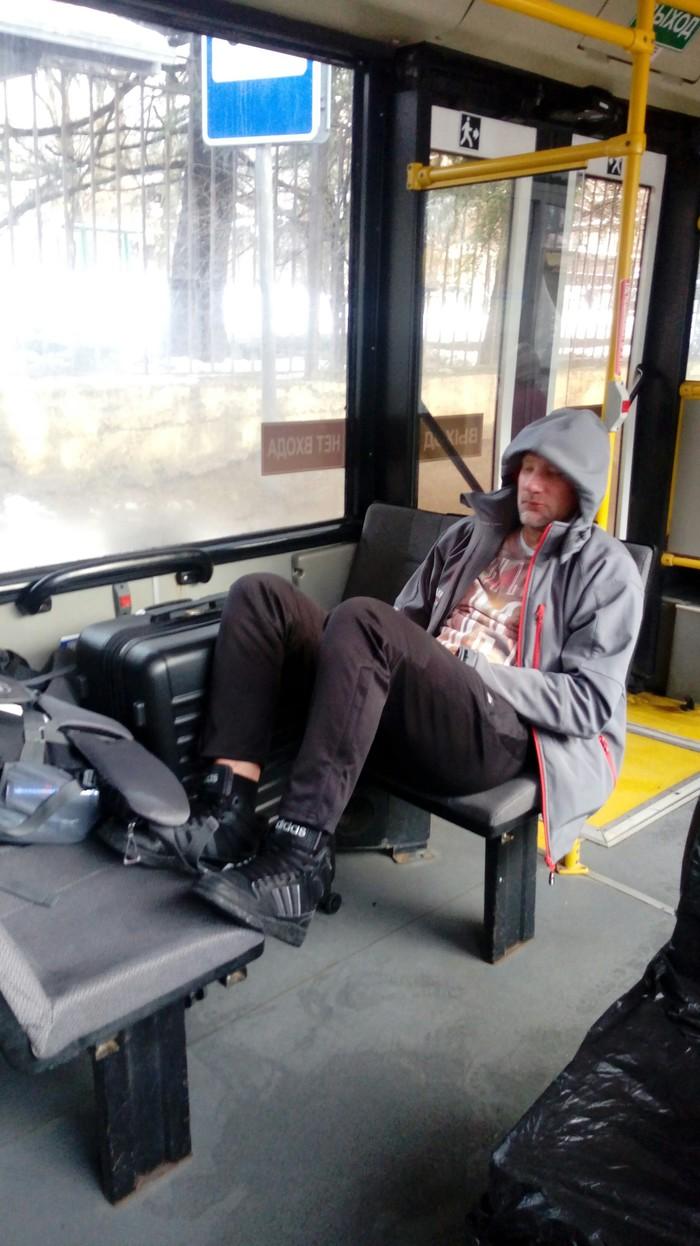 Беременный инвалид с чемоданом и ногами. Автобус, Красная Поляна, Сочи, Люди свиньи, Негатив, Быдло