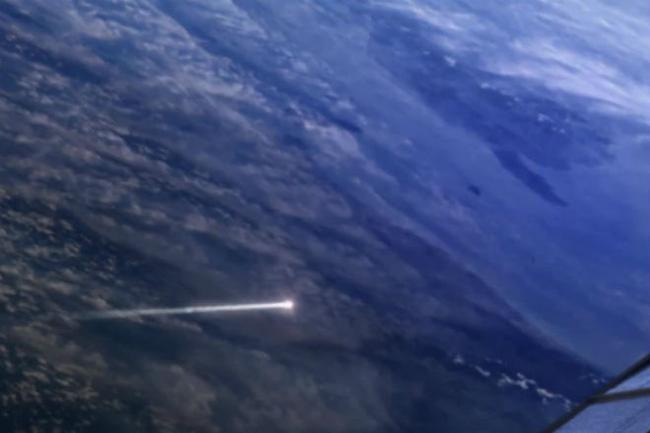Лётчик, сбивший ракетой космический спутник Авиация, Техника, Спутник, Интересное, Оружие, История, Холодная война, Познавательно, Видео, Длиннопост