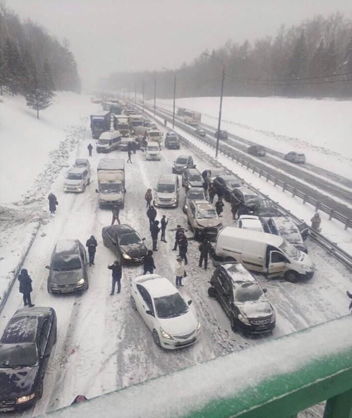 На Симферопольском шоссе в Московской области, 26 января. Симферопольское шоссе, Авария, ДТП, День жестянщика