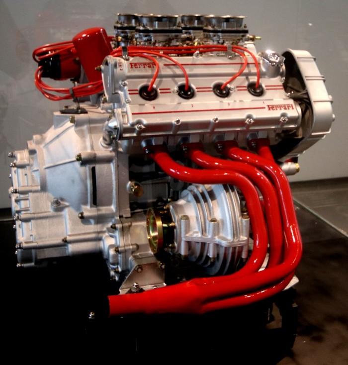 Моторы автомобильного музея в Малаге Малаг, Автомобильный музей, Мотор, Двигатель, Длиннопост