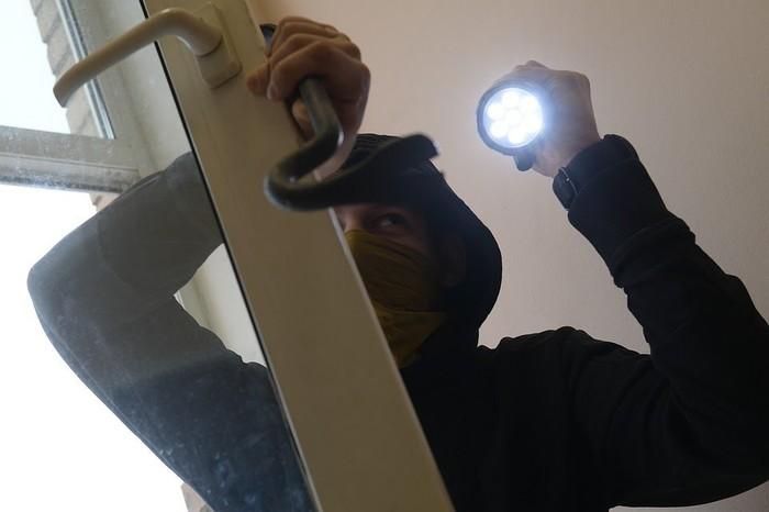 Грабитель поспал и позавтракал на месте преступления Вор, Челябинская область, Тупость