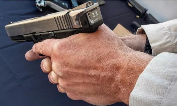 Глок со счётчиком боеприпасов. Новые технологии наступают! Пистолеты, Glock, Shot Show, Видео, Длиннопост, Огнестрельное оружие, Новые технологии, Счетчик