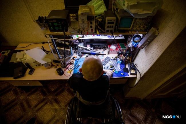 [ЖЗЛ] Человек из стекла: мальчик с очень редкой болезнью вырос и стал мастером на все руки Сибирь, Новосибирск, Редкие болезни, Инвалид, Стекло, Жзл, Длиннопост, Видео