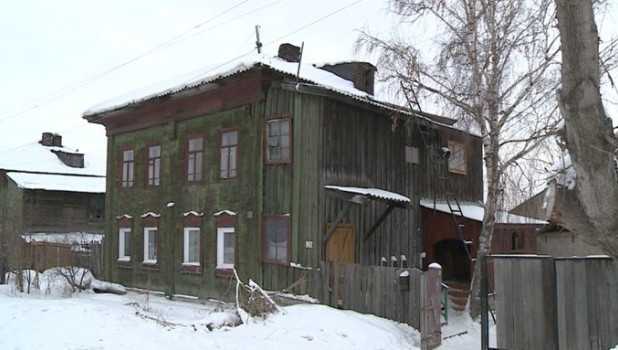 Бийская семья, которой чиновники пожелали «не сгореть», отравилась угарным газом. Алтайский край, Бийск, Мэрия, Чиновники, Ветхое жильё, Негатив