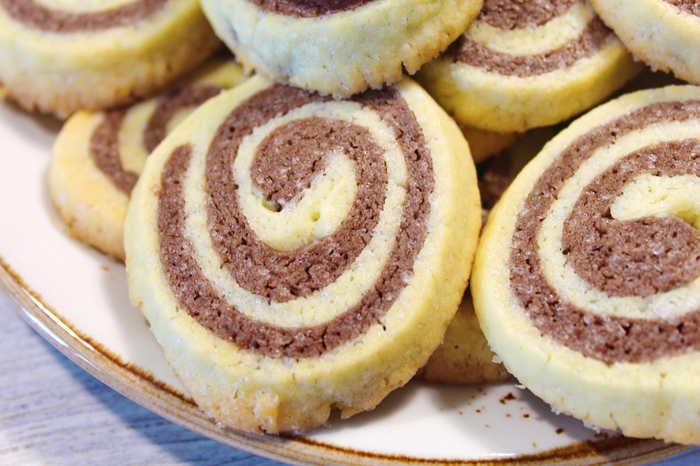 Шоколадно-ванильное двухцветное печенье Еда, Видео рецепт, Печенье, Шоколадное печенье, Песочное печенье, Десерт, Кулинария, Детям, Видео, Длиннопост