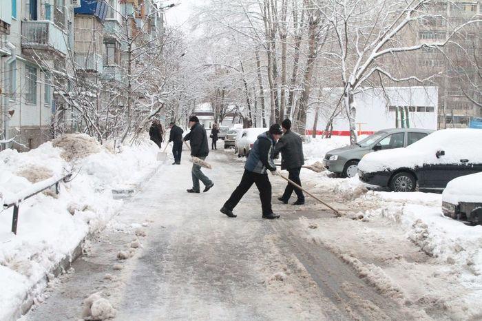Снег во дворе или куда деть лишнюю энергию Снег, Уборка снега, Двор, Тсж