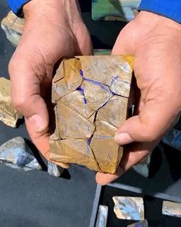 Галечный опал (Boulder opal) удивительного цвета!
