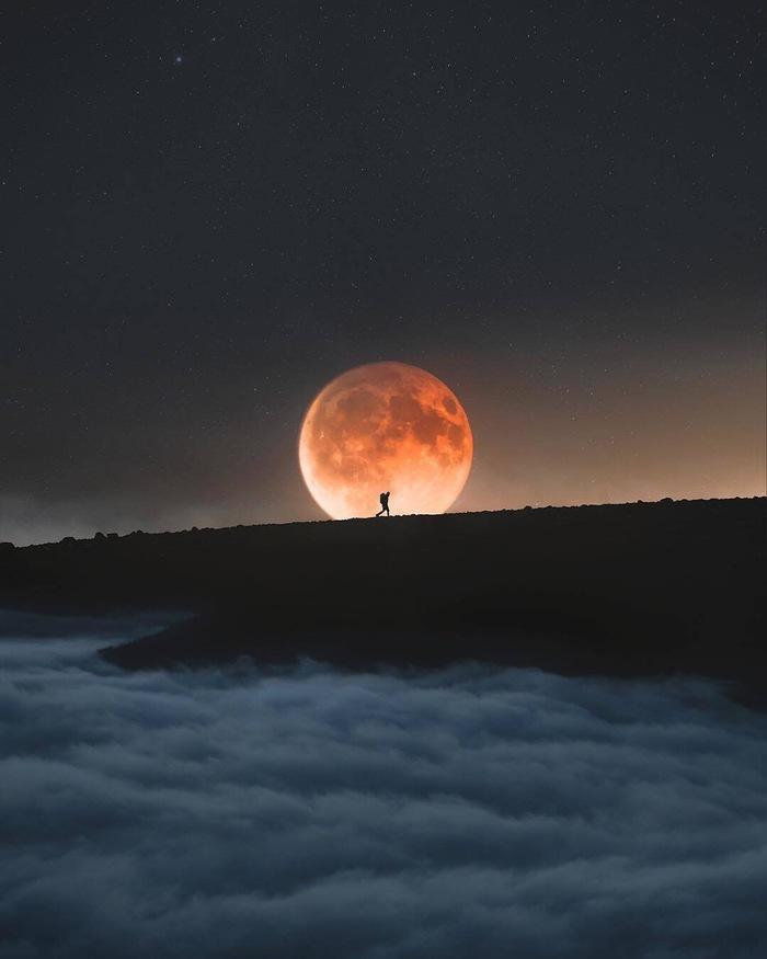 Человек на луне Фотография, Ночь, Облака, Горы, Луна, Путешественник, Красивый вид, Kai Yhun