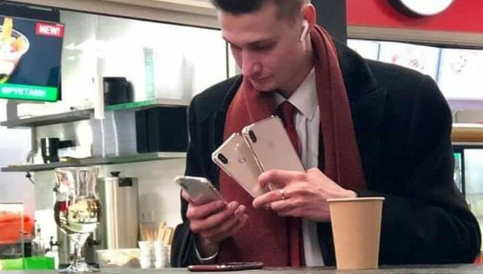 """""""Сын маминой подруги"""" объяснил, зачем ему столько """"айфонов"""" Александр, Новый айфон, Покупал, Apple, Iphone, Сын маминой подруги, Мобильные телефоны, Мемы"""