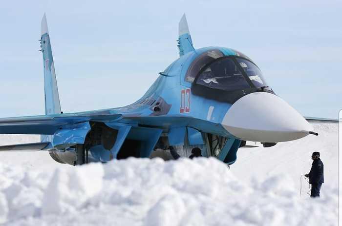 Су-34 над облаками. А нет, погодите-ка...
