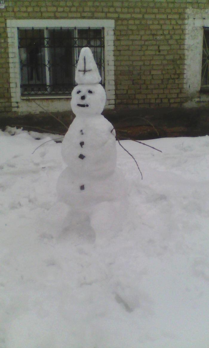 Суровый саратовский снеговик. Снеговик, Ужас, Юмор, Зима в Саратове, Саратов