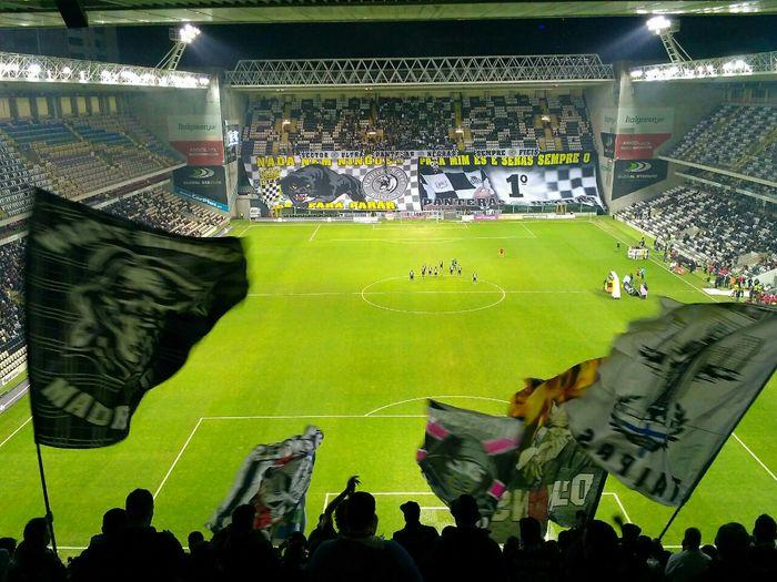 Выбраться со стадиона не всегда легко Футбол, Португалия, Боавишта, Болельщики, Длиннопост