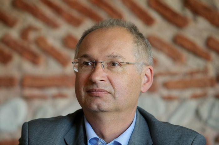 Член парламента Словении подал в отставку после признания в краже сэндвича из магазина Словения, Отставка, Политика