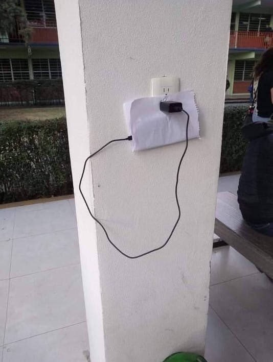 Неплохое решение Телефон, Зарядка, Смекалка