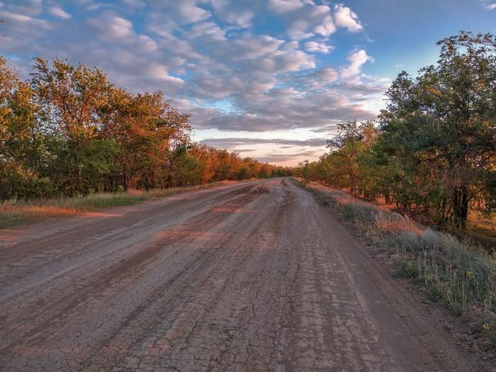 Закат на проселочной дороге