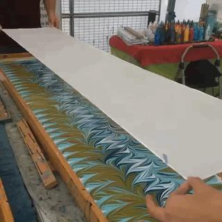 Как делают платочки с красивым узором.