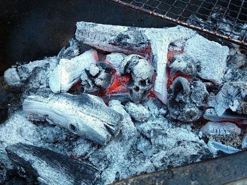 Уголь в виде черепов стал самой ожидаемой новинкой для любителей всего зловещего Череп, Уголь, Хэллоуин, Творчество, Гениальное изобретение