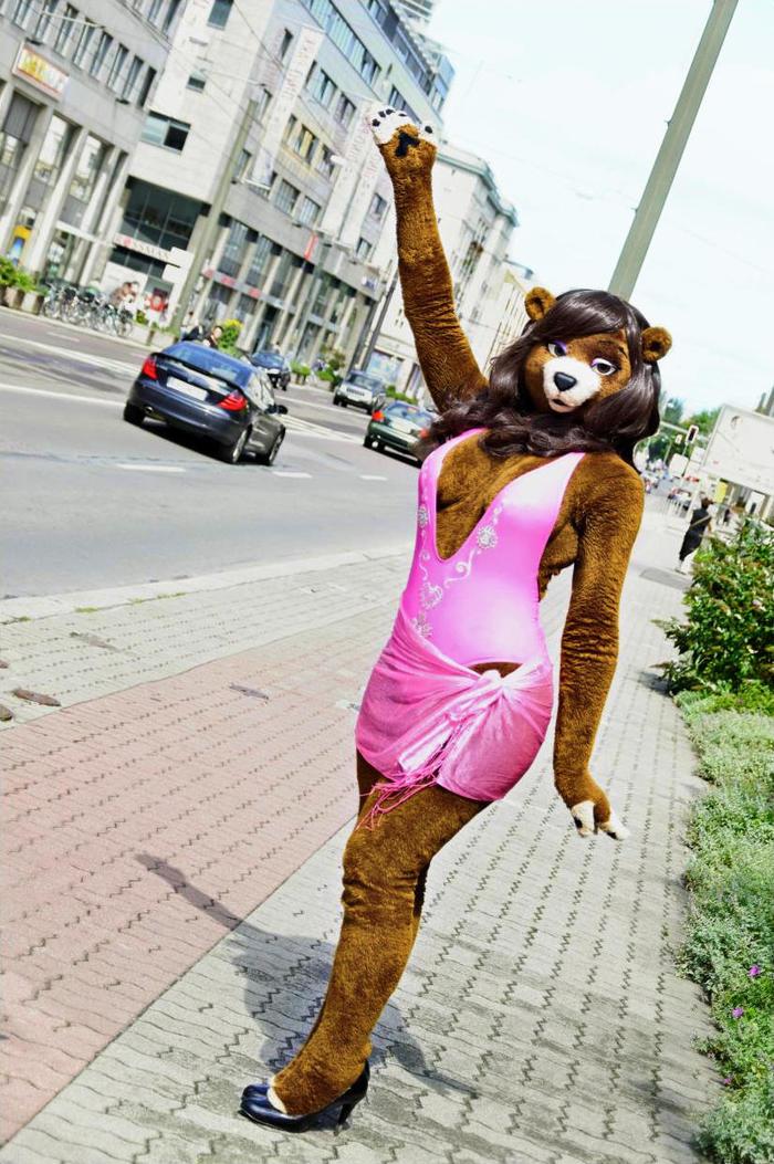 И они еще будут говорить, что это у нас медведи по улицам ходят)) Фурри, Fursuit, Фурсьют, Костюм, Аниматор, Медведь, Шутка, Сарказм, Длиннопост