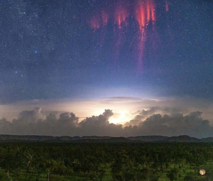Красные спрайты NASA APOD, Гроза, Фотография, Удачный кадр, Природа, Молния
