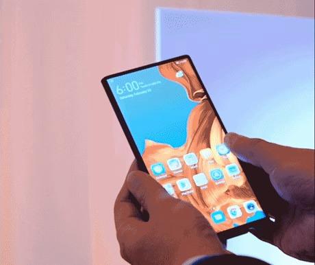 Huawei только что релизнуло складной смартфон за $ 2600
