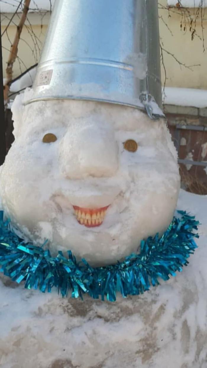 Снеговик в Якутске Снеговик, Якутск, Челюсть, Вставная челюсть