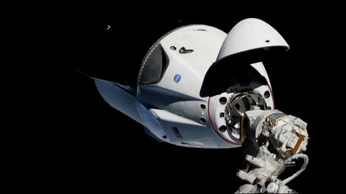 Американский корабль Dragon-2 успешно пристыковался к МКС Космос, США, Spacex, Dragon 2, МКС, Russia today, NASA, Twitter, Видео, Длиннопост