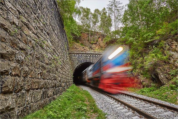 При съемке ни один поезд не пострадал...