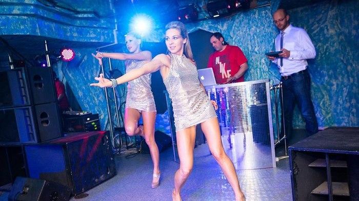 Блестки, пот и потушенная о ногу сигарета: Как я работала танцовщицей go-go Гоу гоу, Танцы, Клуб, Ночная жизнь, Приключения, Блестки, Мужчины и женщины, Длиннопост