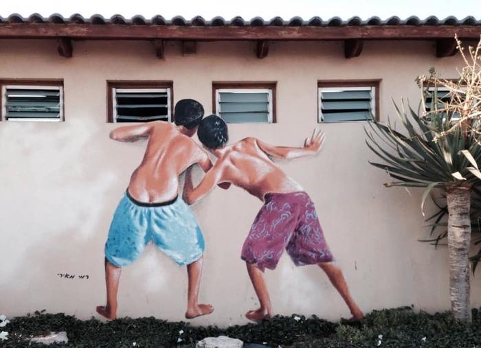 Стена женской раздевалки на пляже в Тель-Авиве