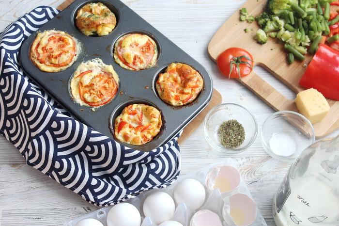Омлетные маффины с сыром. Завтрак на 8 марта. Еда, Видео рецепт, Омлет, Завтрак, 8 марта, Маффины, Видео, Длиннопост, Рецепт