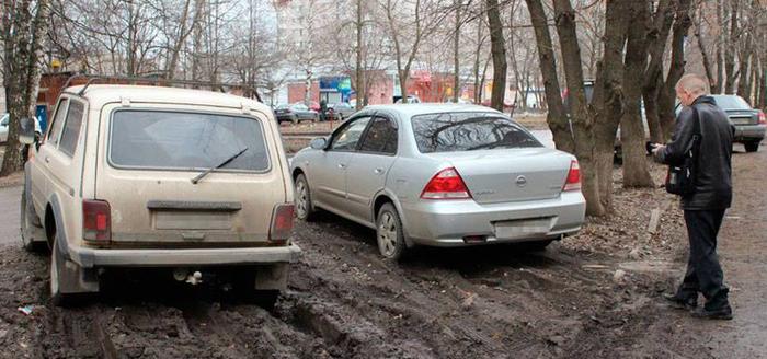 Красноярских водителей начали штрафовать за парковку на газонах. Красноярск, Газон, Парковка, Штраф