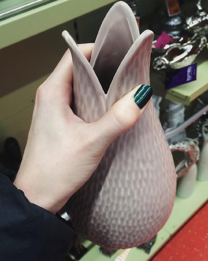 Ощущение такое, что сейчас из этой вазы выскочит лицехват :)