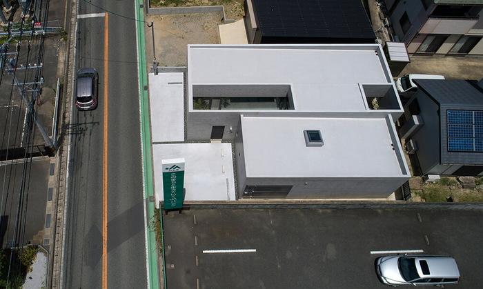 Суровая японская приватность – бетонный жилой дом у дороги Япония, Архитектура, Дизайн, Жилой дом, Длиннопост