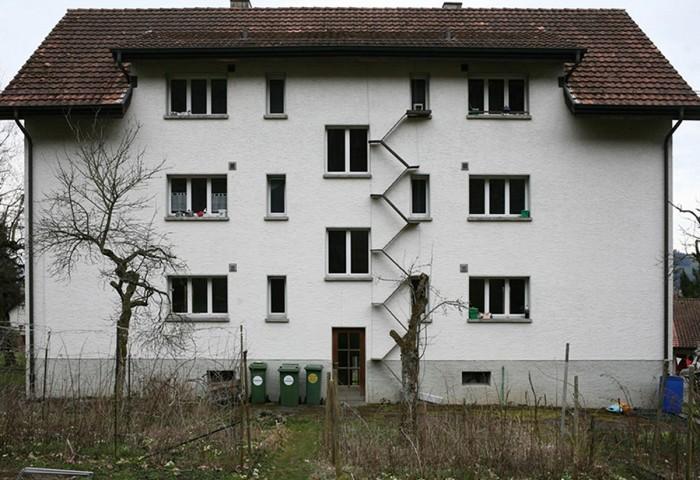 Лестницы в Швейцарии по фасаду домов.Для кого они? Швейцария, Кот, Дом, Лестница, Удобство, Длиннопост