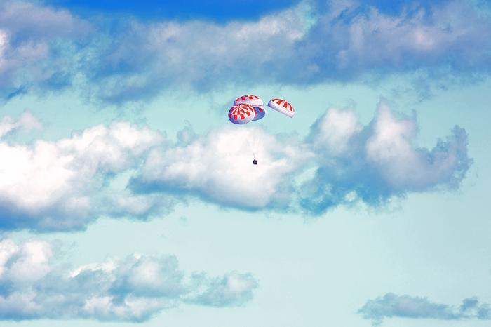 Обугленная пассажирская капсула SpaceX Crew Dragon после успешной миссии к МКС Spacex, Crew Dragon, Фотография, Космос, МКС