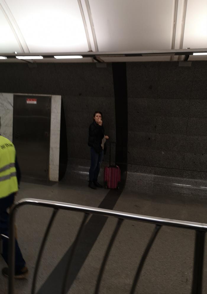 Не могут уехать. Без рейтинга, Попрошайки в метро, Попрошайки, Мошенники, Метро, Московское метро, Москва, Длиннопост