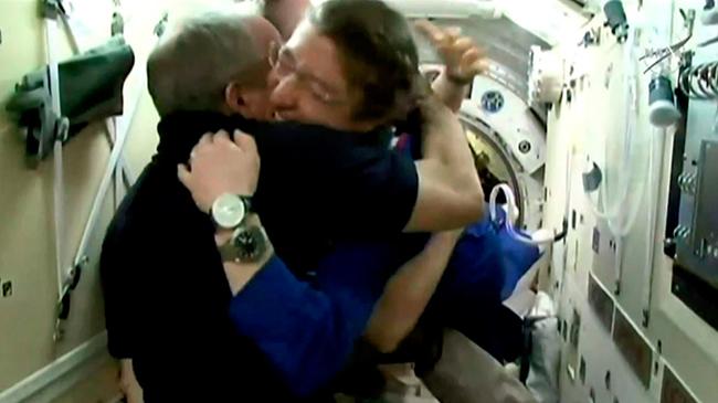 Экипаж космического корабля «Союз МС-12» успешно перешел на борт МКС Общество, Россия, США, Космос, МКС, Роскосмос, Космонавт, Tvzvezdaru, Видео, Длиннопост