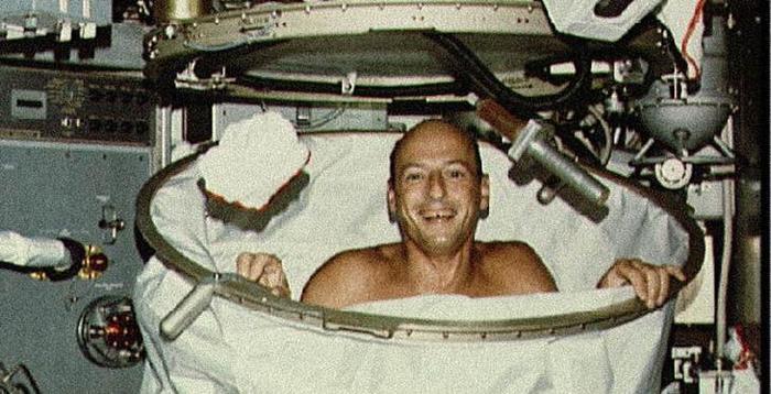 Правила гигиены на орбите: как моются космонавты в Космосе МКС, Космос, Гигиена на Орбите, Космонавт, Видео, Длиннопост