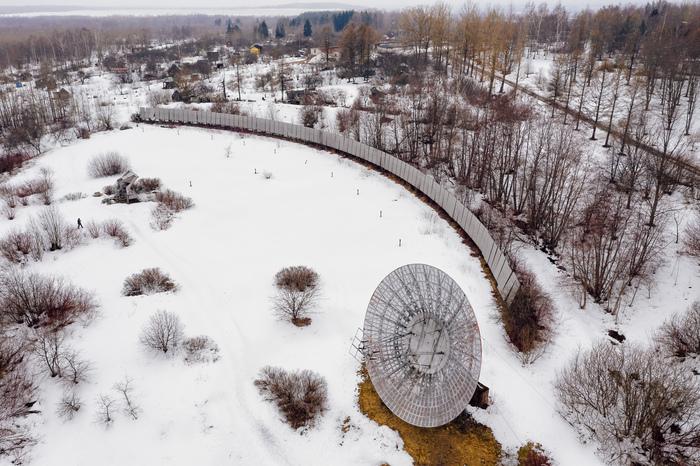 На территории Пулковской обсерватории Пулковская обсерватория, Локатор, Антенна, Санкт-Петербург