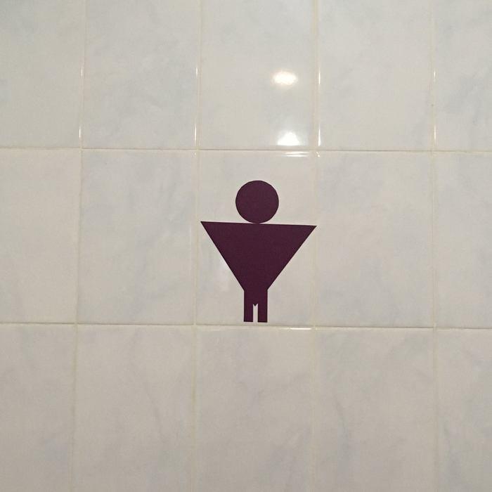 Странный знак на пути в туалет Бэтмен, Эксгибиционизм, Туалет, Курьез, Вам слово, Загадка